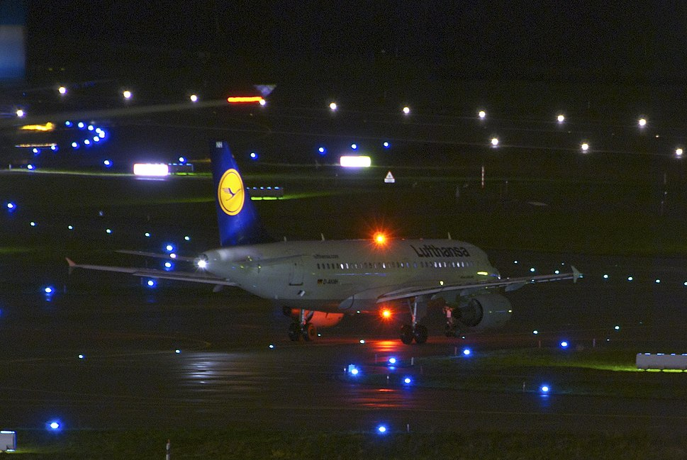 Lufthansa Airbus A319-112; D-AKNH@ZRH;26.11.2012 680bo (8222997035)