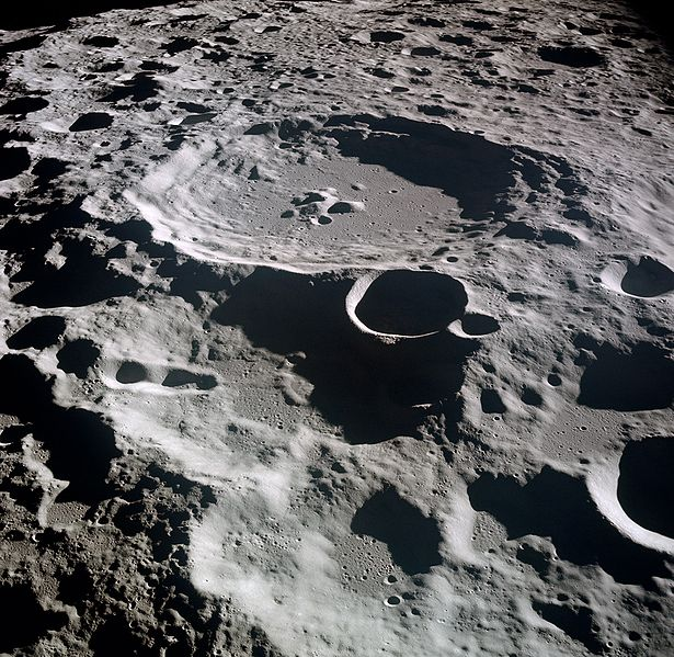 File:Lunar crater Daedalus.jpg