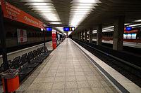 München- U-Bahnhof Olympiazentrum- auf Bahnsteig zu Gleis 3 7.12.2013.jpg