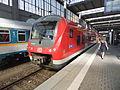 Münchener Hauptbahnhof- auf Bahnsteig zu Gleis 25- Donau-Isar-Express (Alstom Coradia Continental 440 703-7) 26.5.2012.JPG