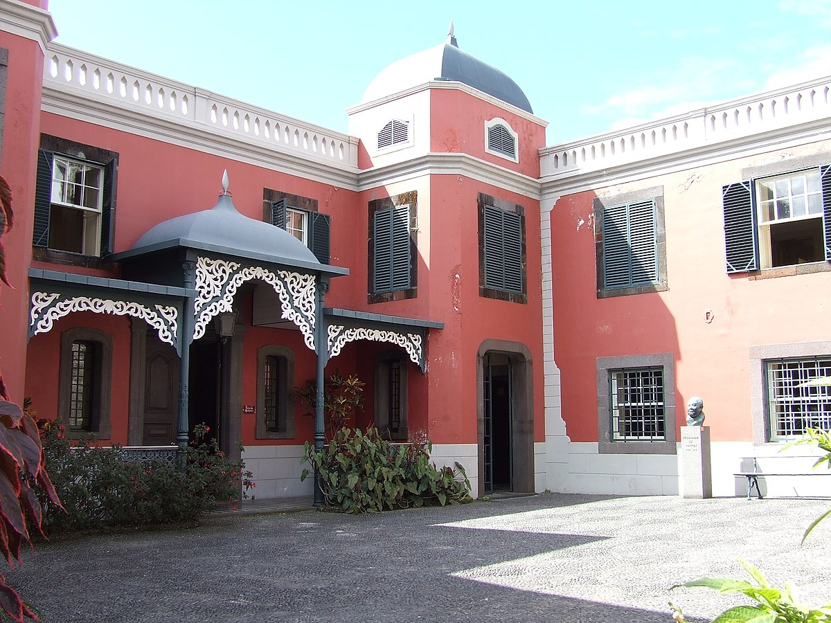 another typical building worth a visit: the museum house Frederico de Freitas