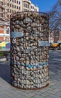 Mahon's stone cairn, Christchurch, New Zealand.jpg