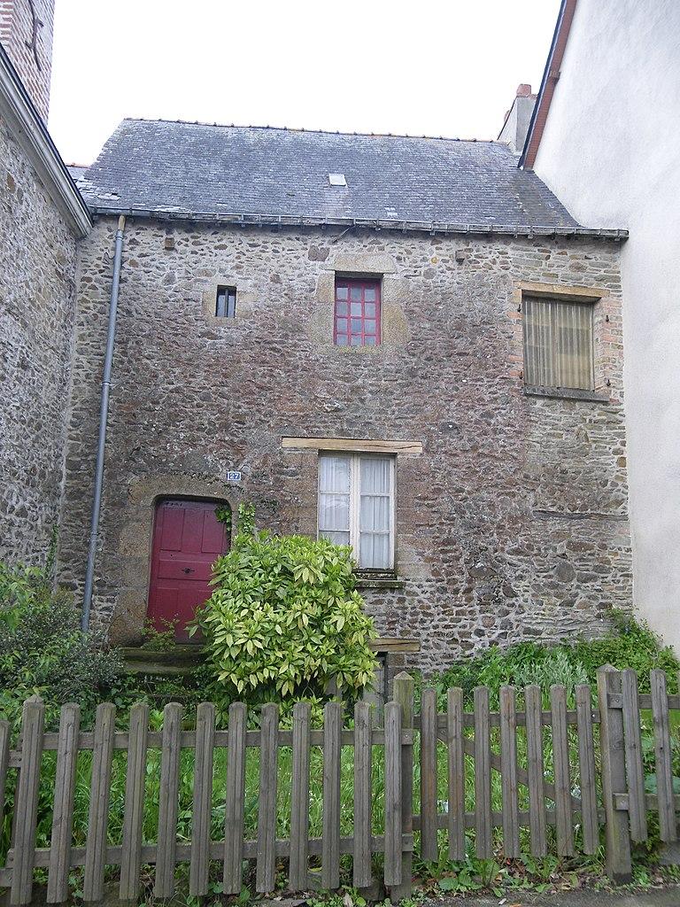 File:Maison ancienne a gennes sur seiche - panoramio.jpg ...