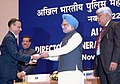 Manmohan Singh gave away the President's Police Medal to Shri Ashok Kumar Braroo, deputy Central Intelligence officer, Srinagar for distinguished services on the occasion of Independence day-2007.jpg