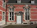 Marchienne-au-Pont - Château Bilquin-de Cartier - 10 - aile nord - porte et fenêtres.jpg