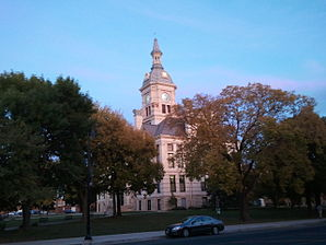 Marshall County Courthouse, Marshalltown, Iowa 01.jpg