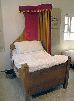 Medieval short bed