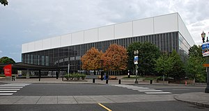 Veterans Memorial Coliseum (Portland, Oregon) - Image: Memorial Coliseum wide view from north, 2013