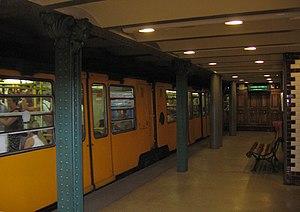 Vörösmarty utca (Budapest Metro) - Image: Metro Budapest Vörösmarty utca