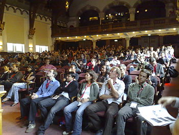 English: Audience in the main hall of the Mobi...