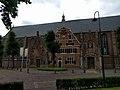 Monnickendam - zijkant van kerk.jpg