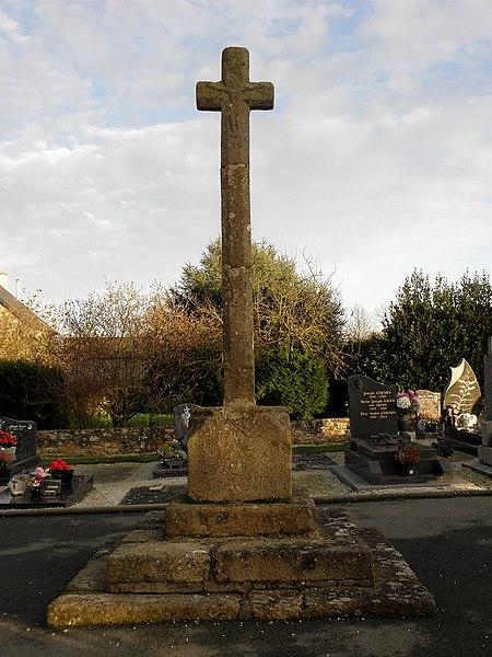 Croix de cimetière de Montreuil-des-Landes (35).