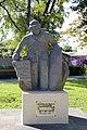 Monument aux Morts de Saint-Paul - le Poilu de Mafate - de face.jpg