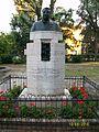 Monumento a Giovanni Pascoli nel giardino della casa.jpg
