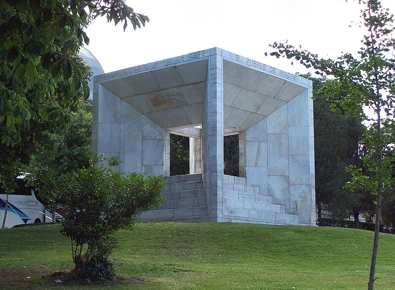 File:Monumento a la Constitución de 1978 (Madrid) 01.jpg