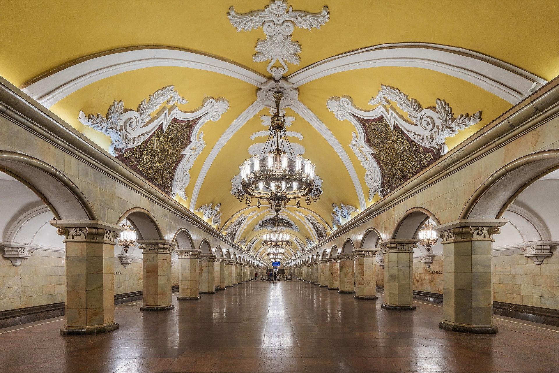 コムソモルスカヤ駅