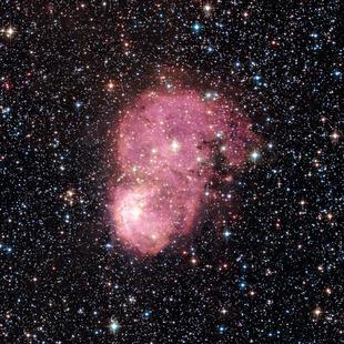 Abbildung des Emissionsnebels NGC 248 aus Aufnahmen des Hubble-Weltraumteleskops