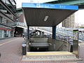Nagoya-subway-T10-Tsurumai-station-entrance-1-20100316.jpg