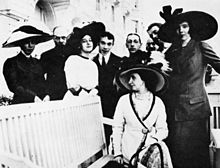 Group of supporters and members of the Ballets Russes in 1911 (Source: Wikimedia)
