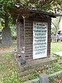 Nijmegen begraafplaats Daalseweg, kapel met rechts lijst slachtoffers zusters JMJ 22-02-44.JPG
