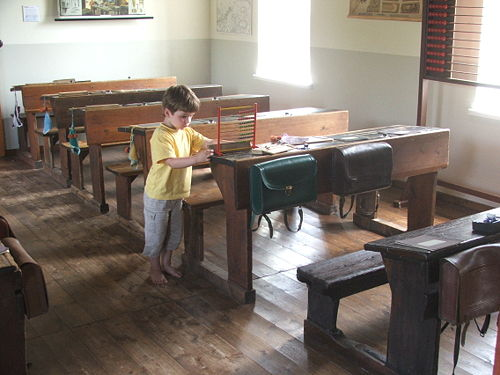 Old classroom at Torf- and Siedlungsmuseum Wiesmoor.jpg