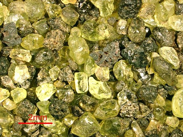 Arena verde compuesta de olivino