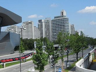Lerchenauer Straße - Image: Olympiadorf 1