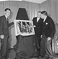 Opening World Press Photo 61 . Commissaris van de Koningin Klaasesz en Yasushi N, Bestanddeelnr 913-0037.jpg