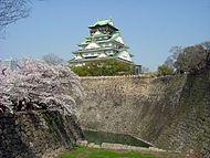 Osaka Castle Sakura April 2005.JPG