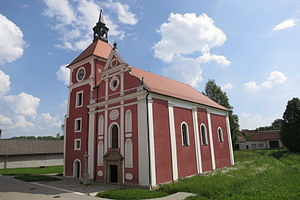 Knínice - Image: Overview of Church of the Exaltation of the Holy Cross in Knínice, Jihlava District