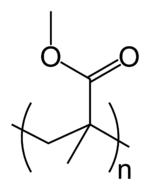 זהו המונומר של הזכוכית האקרילית הכפלה שלו תיתן את מבנה המקרומולקולה