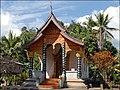 Pagode dun village lao près de Pak Ou (4334811890).jpg