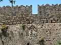 Palazzo dei gran maestri di rodi, mura esterne, stemma di pierre d'aubusson 03.JPG