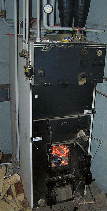 Wood-fired central heating unit