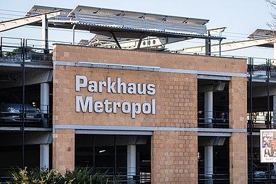 Parkhaus Metropol in Tübingen gesehen von der Blauen Brücke.jpg