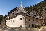 Paternion Kreuzen 32 Schloss SO-Ansicht 06042018 2876.jpg
