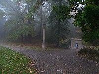 Petřín, Kinského zahrada, boží muka (03).jpg