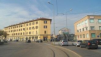 Quartiere Varesina - Image: Piazzale Cacciatori delle Alpi e edificio di Via Varesina N° 199