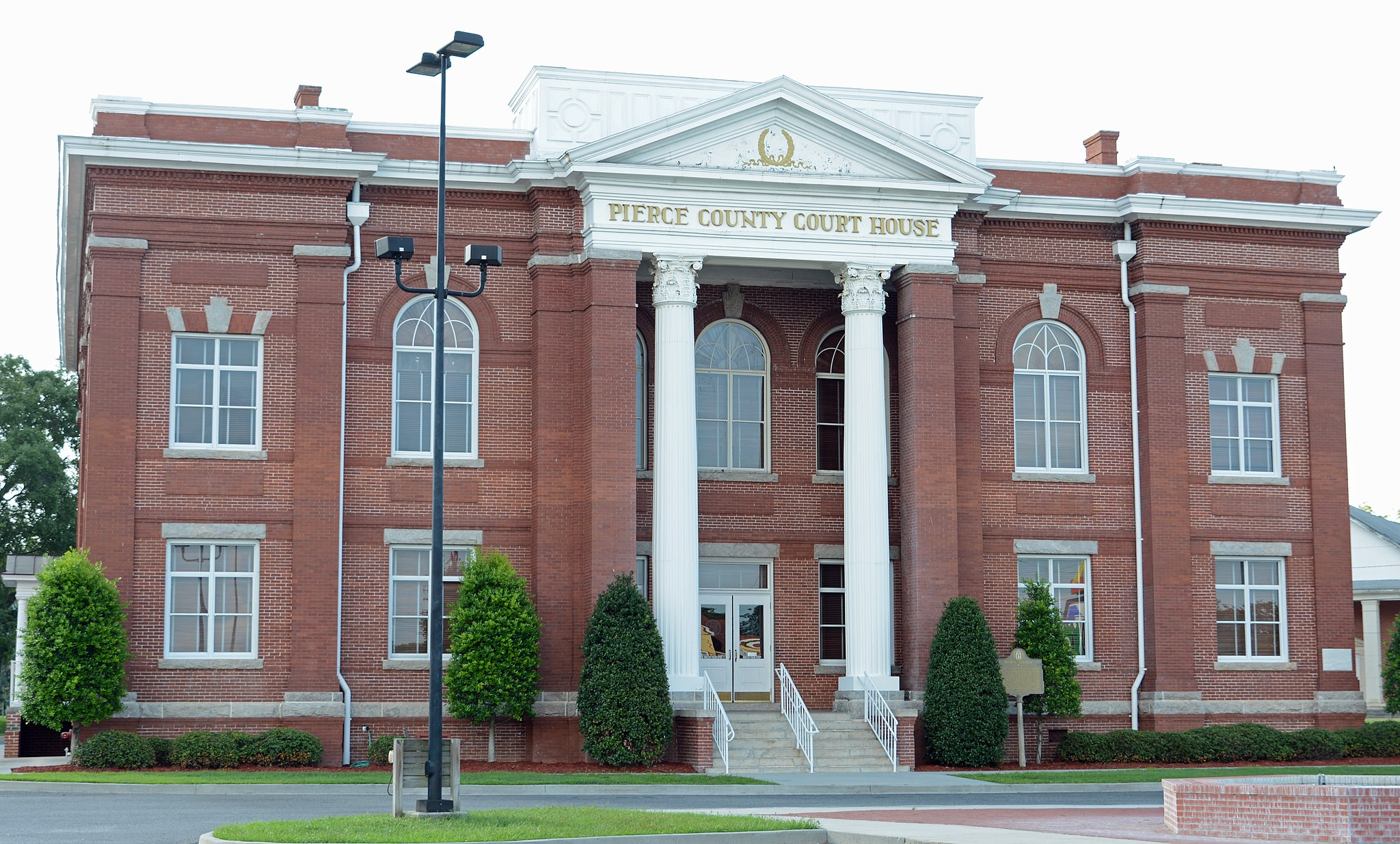 Pierce County Courthouse, Blackshear, GA, US