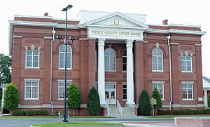 Pierce County, Georgia - Image: Pierce County Courthouse, Blackshear, GA, US