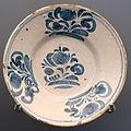 Plate with floral motifs, Teruel, Spain, late 18th century AD, ceramic - Museo Nacional de Artes Decorativas - Madrid, Spain - DSC08204.JPG