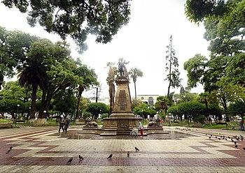 Plaza de Armas de Sucre Décembre 2007 - Panorama Rectilinéaire.jpg