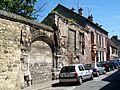 Pont-Sainte-Maxence (60), vestiges du palais de l'Iraine, 3 rue de Cavillé.jpg