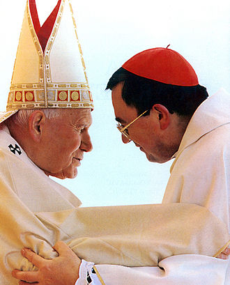 Pope John Paul II and Vinko cardinal Puljić.jpg