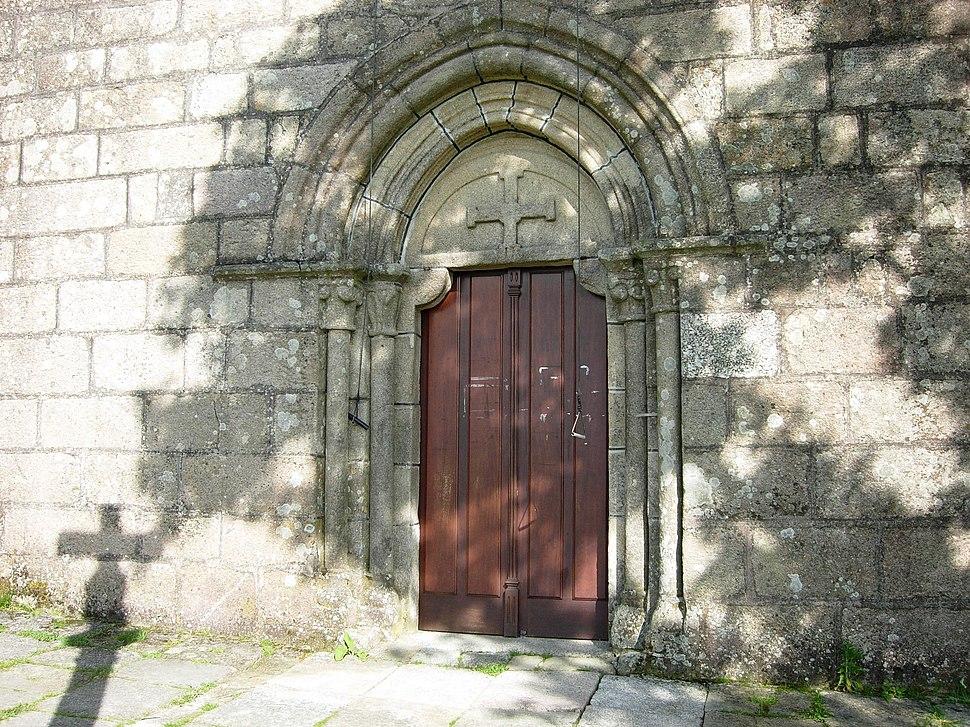 Portada da igrexa de Santa María de Tourón, Ponte Caldelas