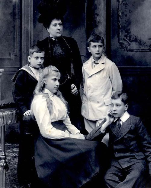Princess Beatrice with children.jpg