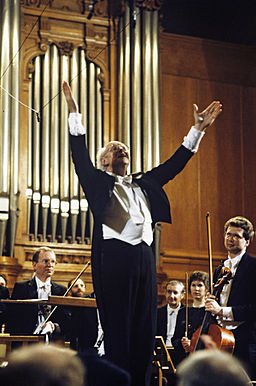 RIAN archive 474794 Mstislav Rostropovich, chief conductor and art director of U.S. National Symphony Orchestra