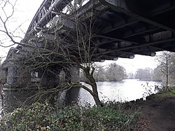 Rail bridge over the River Thames, carrying the Cherwell Valley line 08.jpg