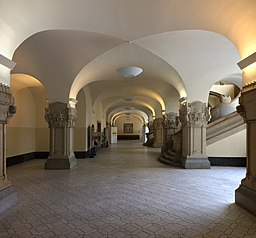 Rathaus-Charlottenburg Gunnar Klack [CC BY-SA 4.0 (https://creativecommons.org/licenses/by-sa/4.0)], via Wikimedia Commons