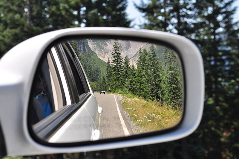 File:Rear view mirror view in Mt. Rainier National Park, driving to Longmire.jpg